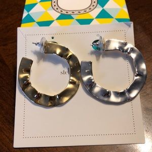 EUC Stella & Dot wave earrings in box